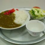 山食のカレーと玉子サラダ